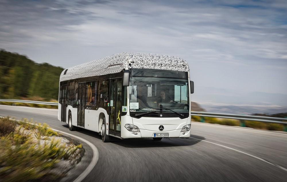 Polomaskovaný vůz Mercedes-Benz Citaro E-CELL – elektrobus od EvoBusu. (foto: EvoBus)