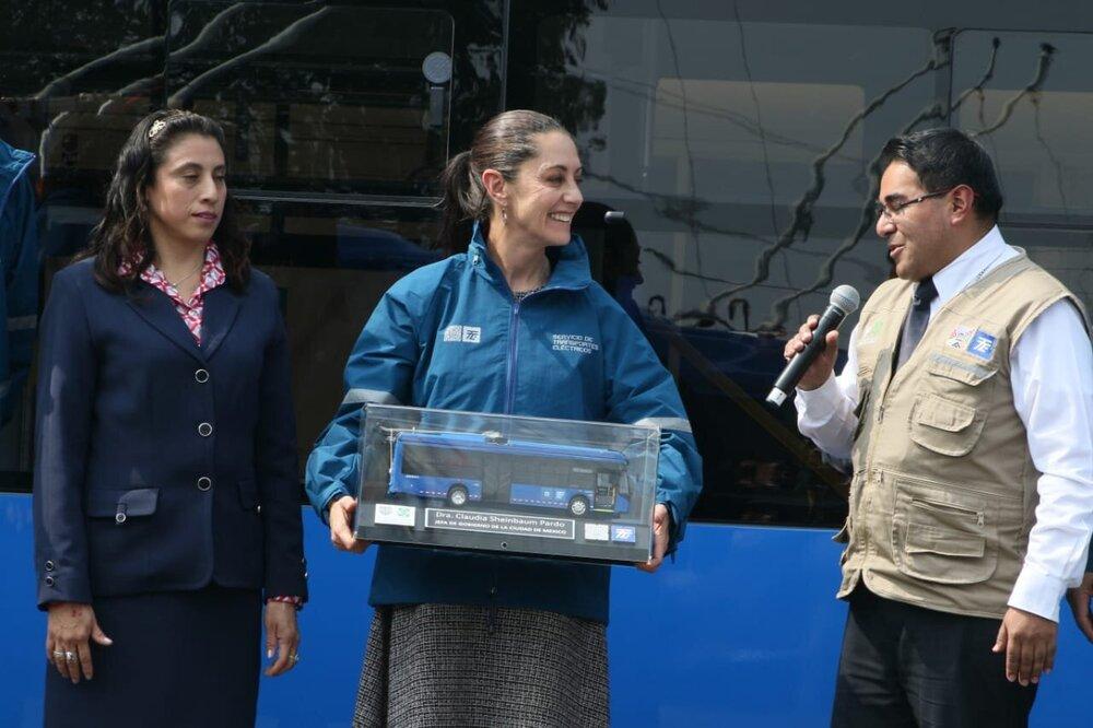 Claudia Sheinbaum má trolejbusy v oblibě. (foto: Jefatura de Gobierno)