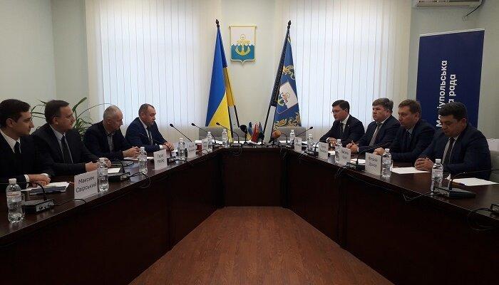 Z podpisu smlouvy. (foto: město Mariupol)