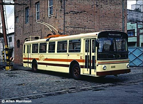 Dvě fota z 80. let, kdy se trolejbusům v São Paulu dařilo. (foto: 2x A. Morrison)