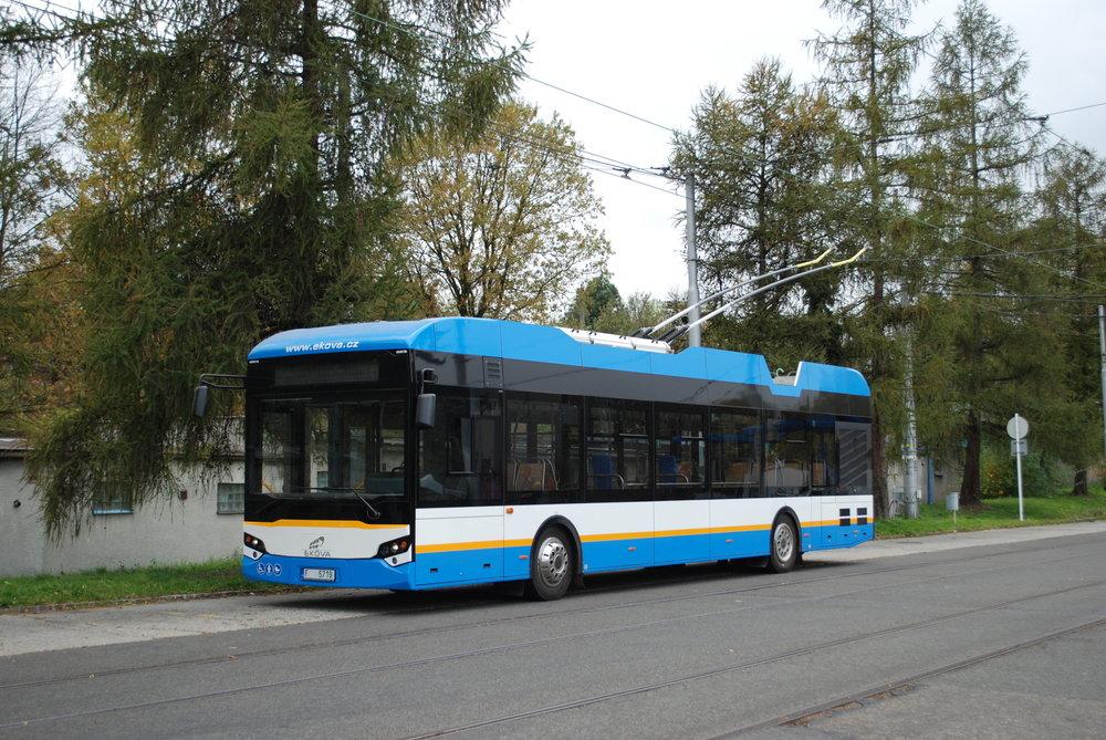 Prototyp trolejbusu Ekova Electron 12T v areálu ústředních dílen ostravského DP na zkušební trati. (foto: Libor Hinčica)