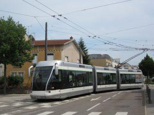 Zruší tramvaj, postaví novou. Skutečnou