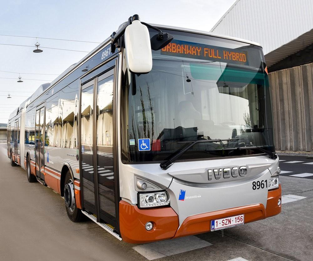 Autobus Urbanway 18m Full Hybrid v provedení pro bruselský DP. (foto: Iveco Bus)