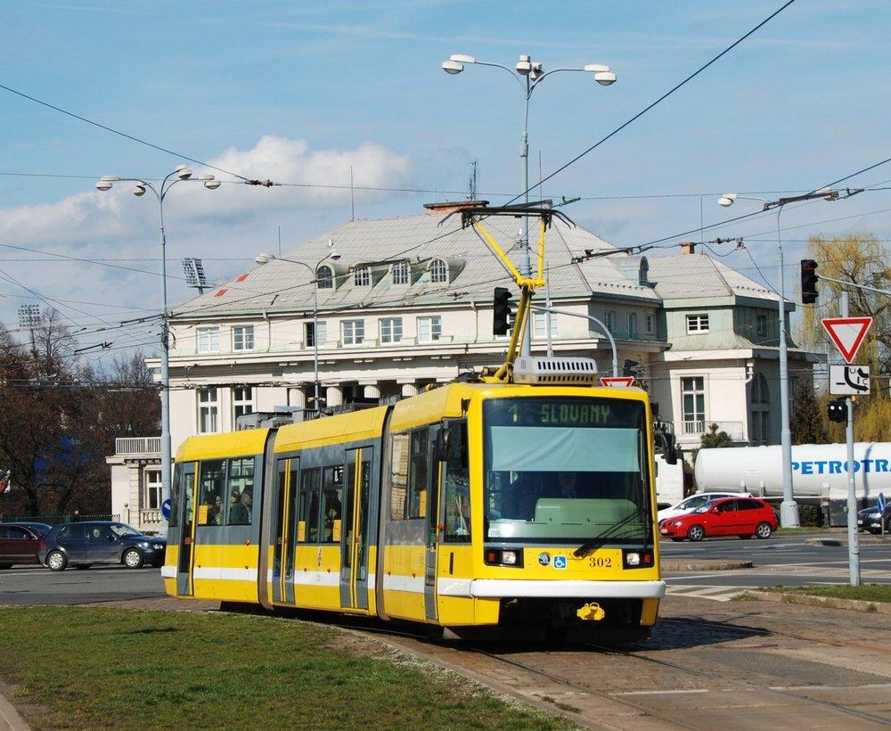 Tramvaje Škoda Inekon LTM 10.08 známé jako Astra (anebo Škoda 03T) by měly být v Plzni minulostí už po dodávkách vozů EVO2 od Aliance TW Team. Nové velkokapacitní tramvaje pak nahradí nejstarší vozy typu T3. (foto: Libor Hinčica)