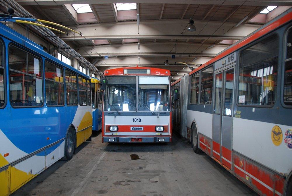 Trolejbusy odstavené v areálu vozovny v Košicích v roce 2015. (foto: Libor Hinčica)