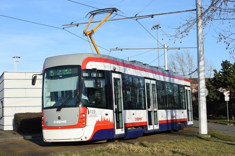 Tramvaj EVO1/O v Olomouci na konečné Fibichova. (foto: Libor Hinčica)