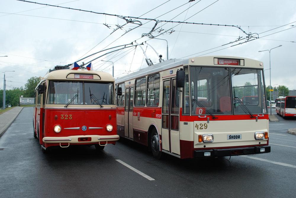 Historické trolejbusy Škoda 9 Tr a 14 Tr sklidily jen slova uznání a obdivu. (foto: Libor Hinčica)