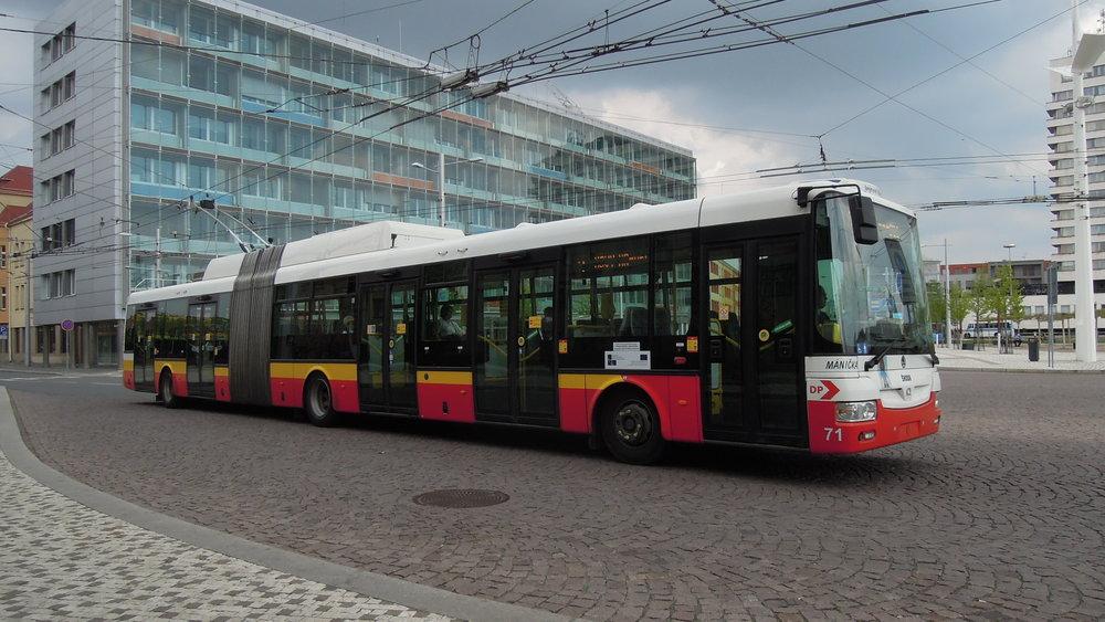 Trolejbus Škoda 31 Tr s karoserií libchavské společnosti SOR v Hradci Králové. (foto: Radim Holiš, zdroj: Wikipedia.org)