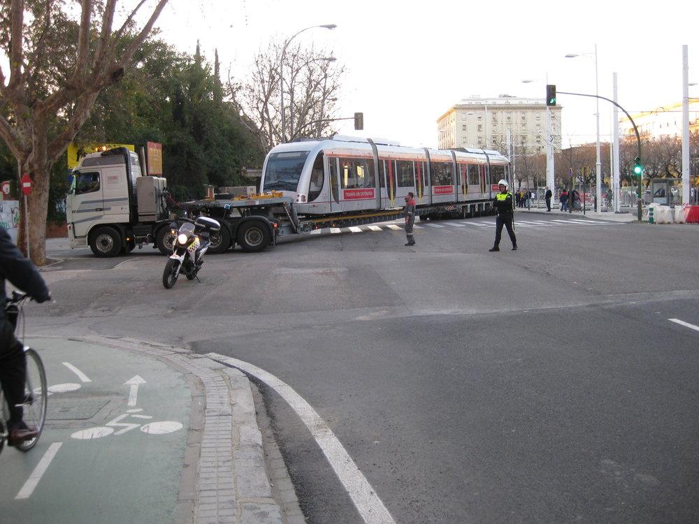 Tramvaj Urbos 2 ev. č. 105 po zkouškách se superkondenzátory. (foto: Miguel Cano López-Luzzatti)