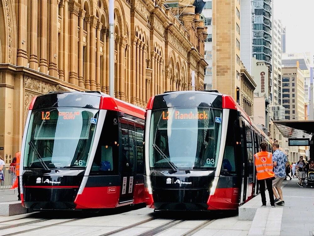 Tramvaje Citadis X05 v Sydney na úseku se spodním napájením. (foto: Alstom)