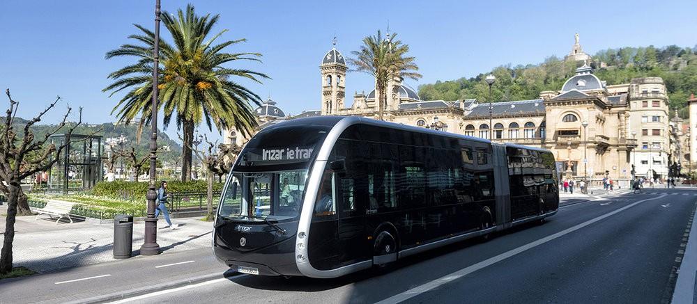 Atraktivním designem se snaží o přízeň zákazníků bojovat Irizar se svým modelem Irizar ie tram. (foto: Irizar)