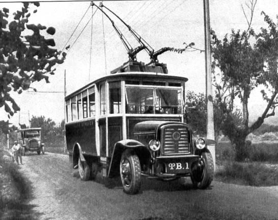 Snímek trolejbusu O.T.M. 1 z87. čísla časopisu Charge Utile (zdroj: archiv Rolanda le Corffa)