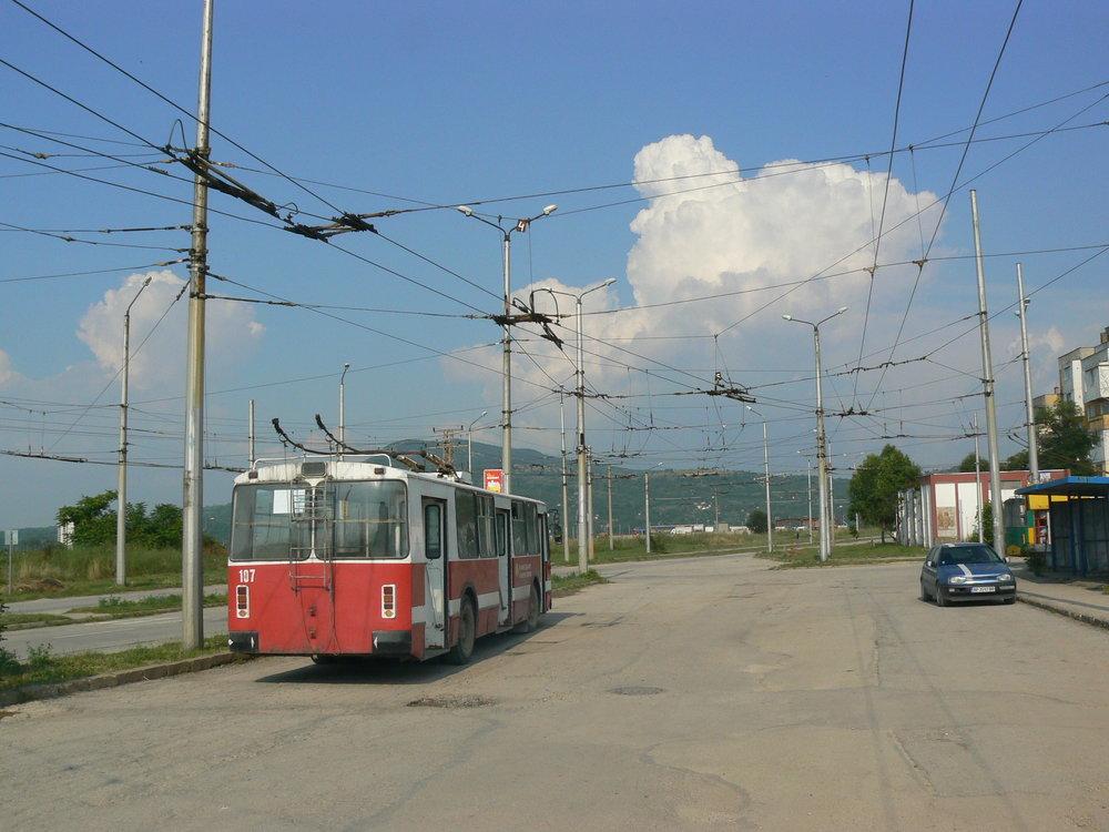 Snímky vtéto galerii jsou zčervence 2014. Naprvním znich konečná Blok 26, doprava vede trať kvozovně.