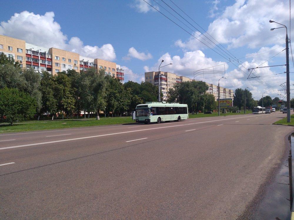 Nedaleko konečné Festival'nyj park (západ města).