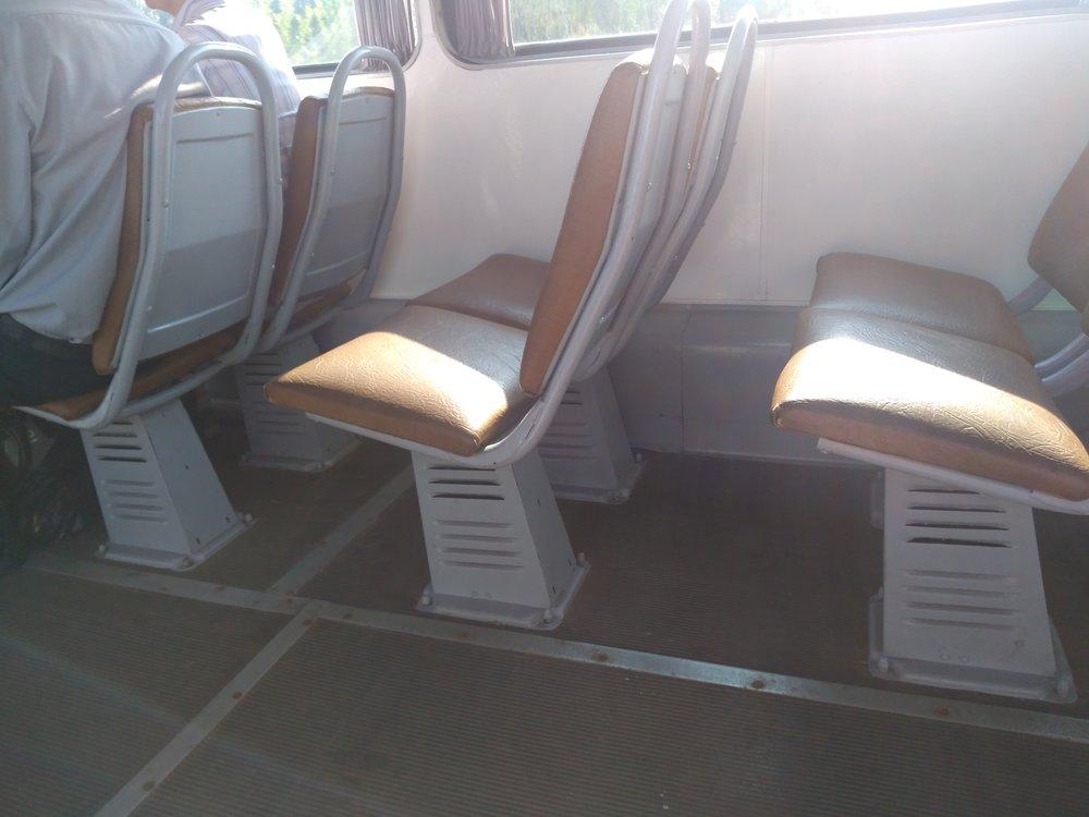 Sedadla vtramvaji jsou nejen pohodlná, ale vydávají i zajímavý zvuk.