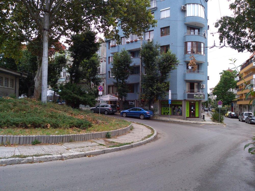 Nevyužívaná nácestná konečná Dimčo Debeljanov vcentru města.