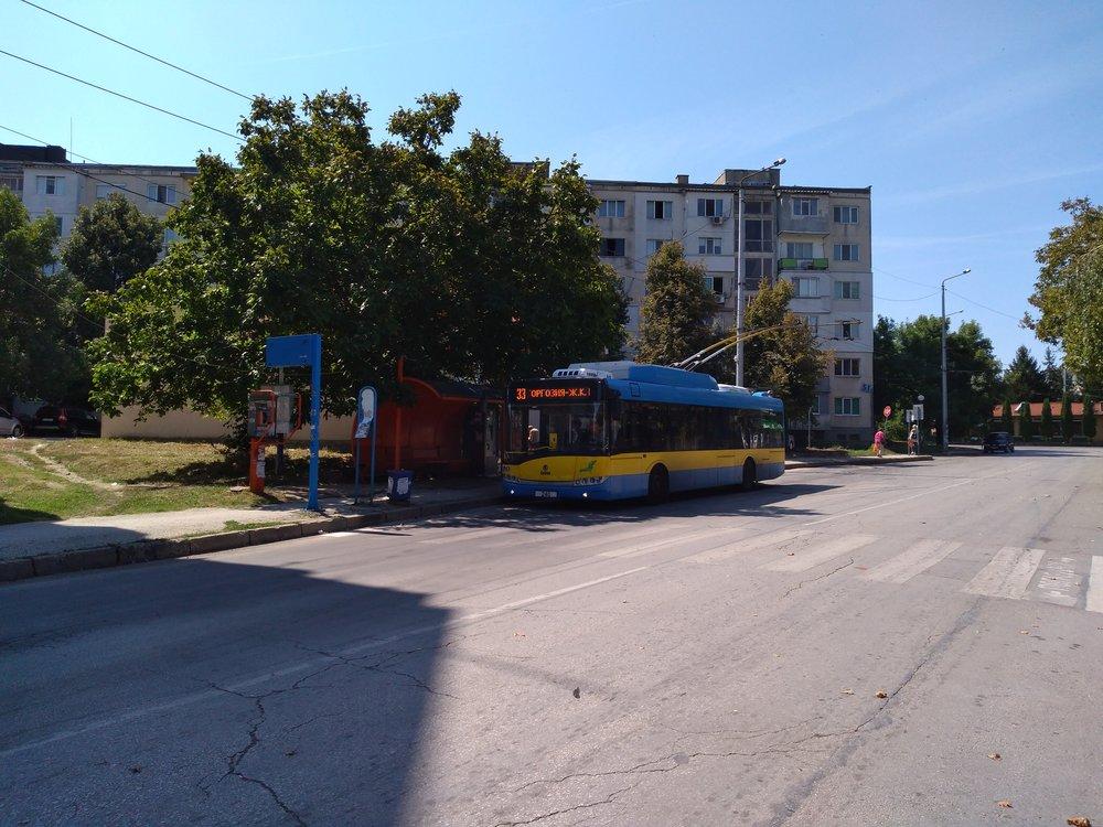 Zastávka x. l. Storgozija najednostopé trati vseverozápadním sektoru města. Trolejbusy oficiálně končí oněkolik zastávek dříve, nicméně odpočinek si dopřávají obvykle až zde.