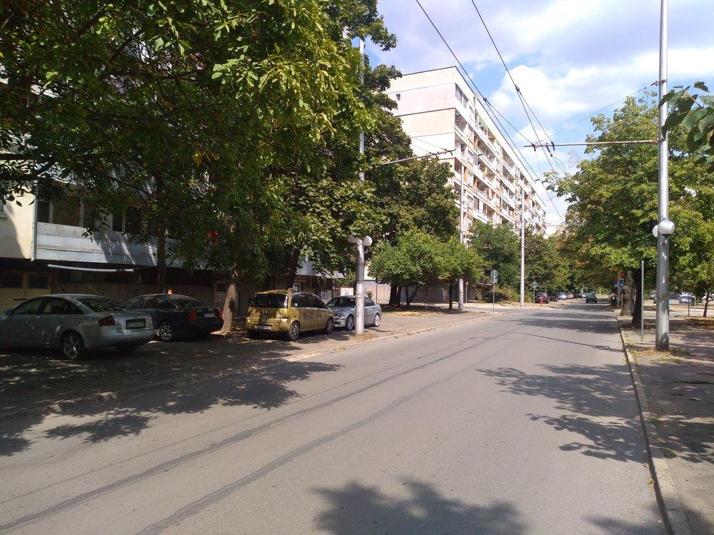 Tři snímky u ulice General Gurko. Trať ústila nahlavní třídu Sveti Patriarch Evtimij.
