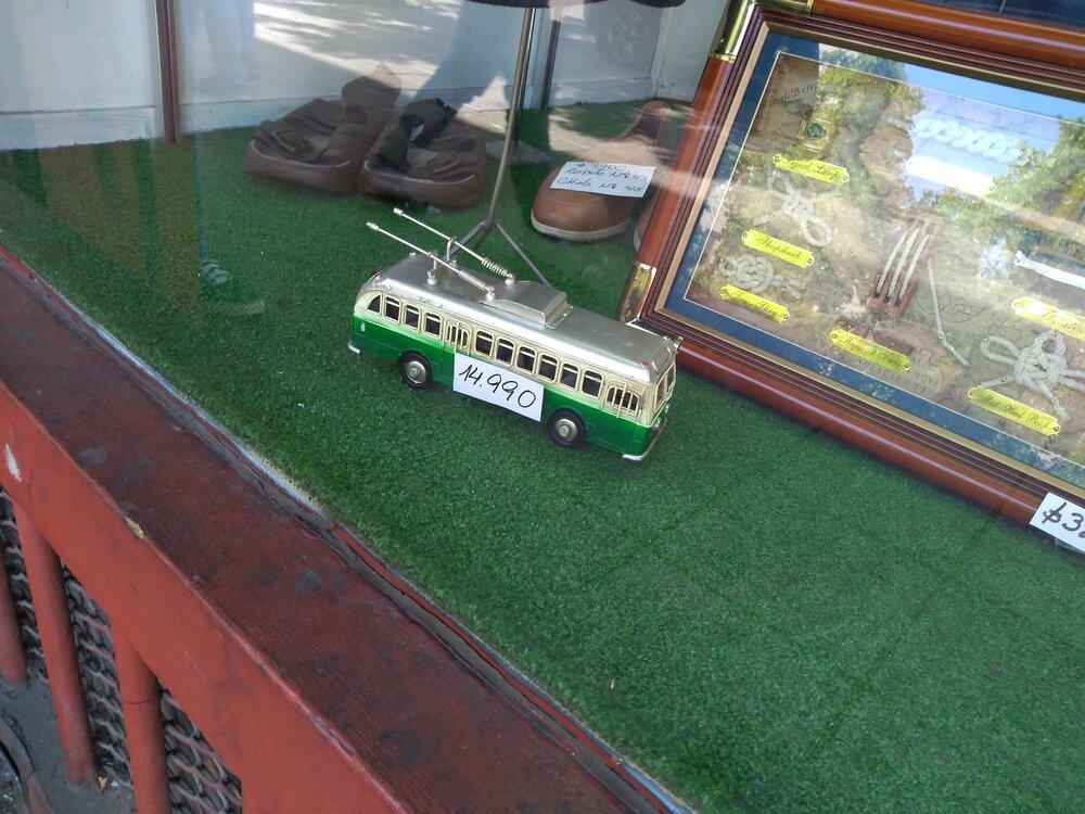 Trolejbus za 450 Kč.