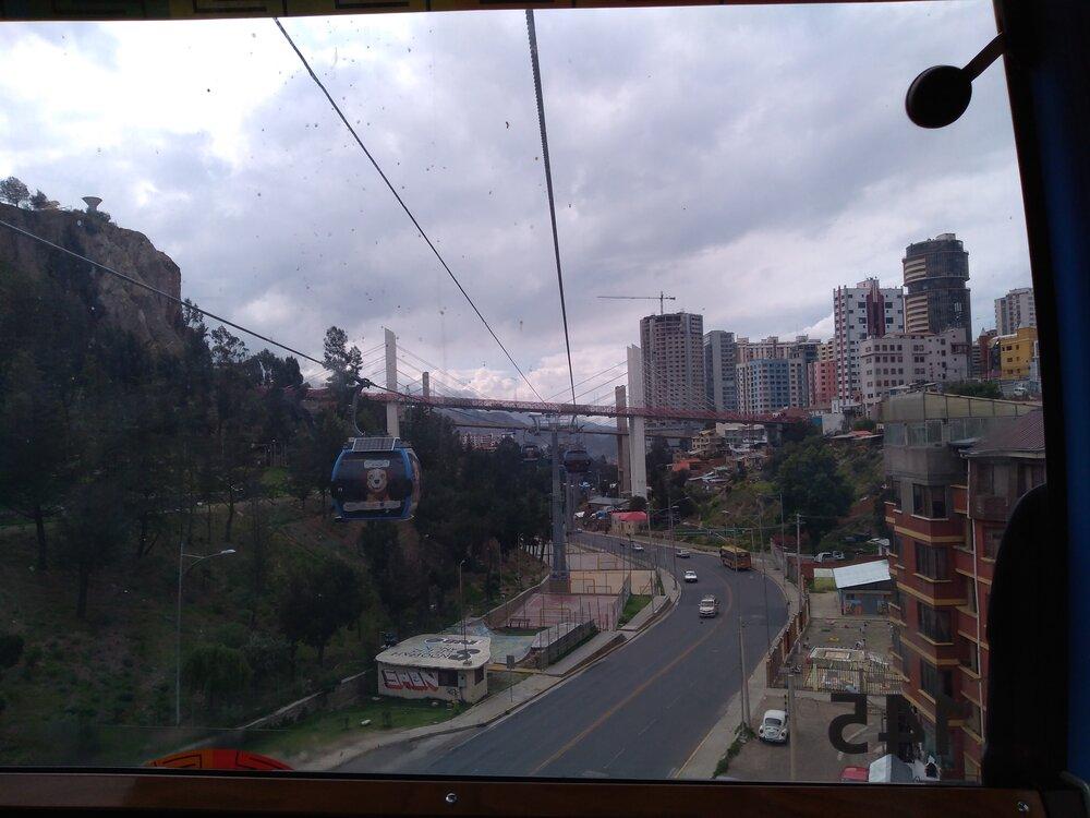 Mezi stanicemi Cancha Zapata a Arce (5x).