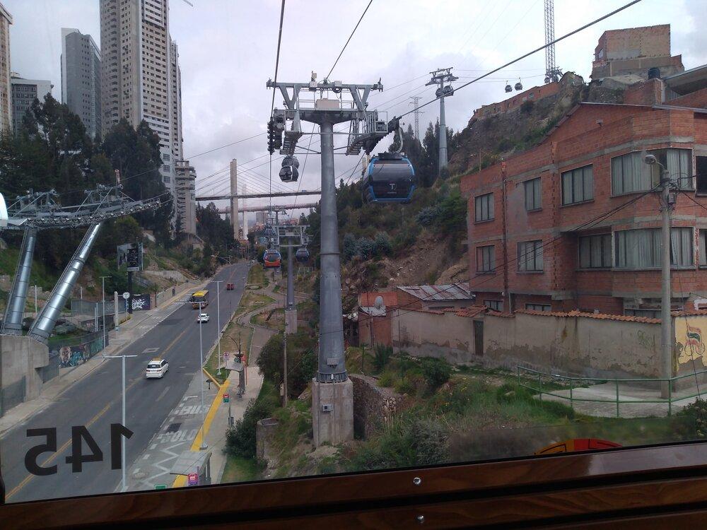 Při příjezdu do stanice Arce (pohled ve směru kcentru).