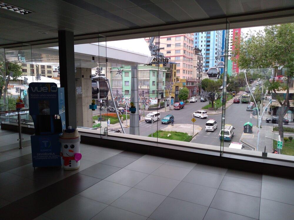 Přestupní stanice Qhuirwa Uma. Pohled nabílou linku směrem ke konečné Inalmama.