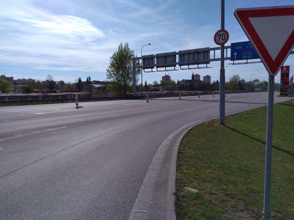 Odbočení naNádražní (směr Strakonická, Pražská), trolejbusy ovšem budou moci jezdit i doleva knádraží.