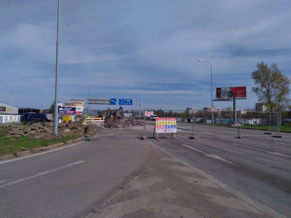 Ulice Nádražní nasvém počátku (pohled směrem navýchod, tj. od Pražské/Strakonické).