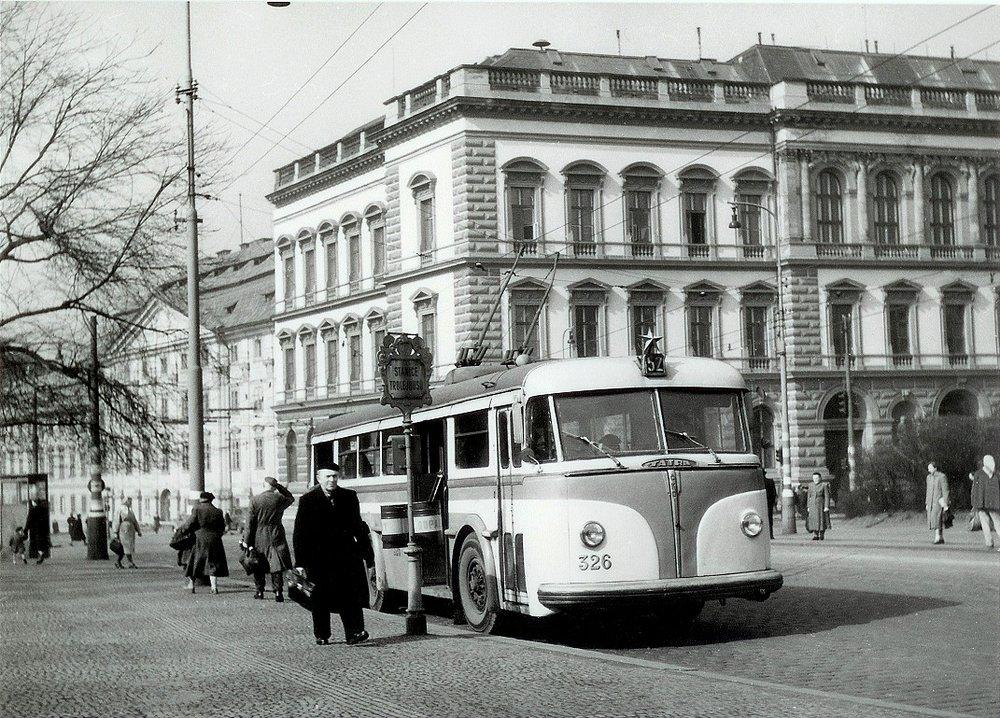Trolejbusy Tatra 400 byly neodmyslitelnou součástí pražské trolejbusové dopravy. (sbírka: Tomáš Dvořák)