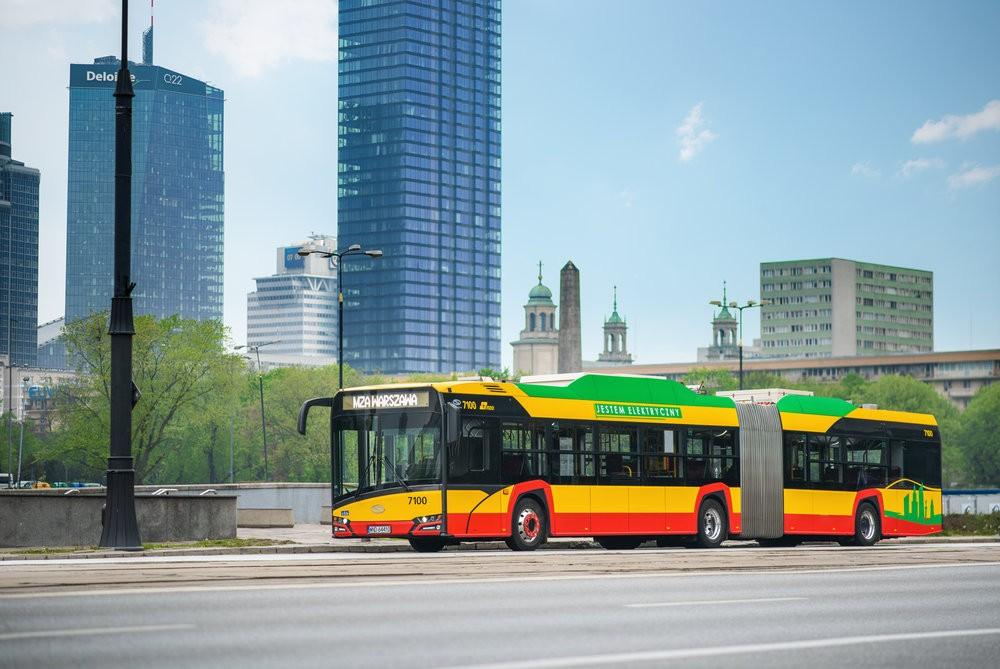 Kloubových elektrobusů od Solarisu nakoupí Varšava celkem 130. (foto: Solaris Bus & Coach)
