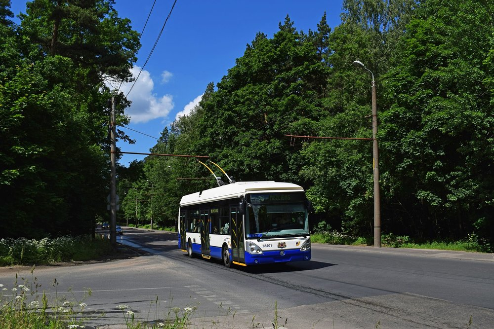 Ve městě stále dominují trolejbusy vyrobené v České republice. Nejvíce je zastoupen typ 24 Tr. (foto: Petr Bystroň)