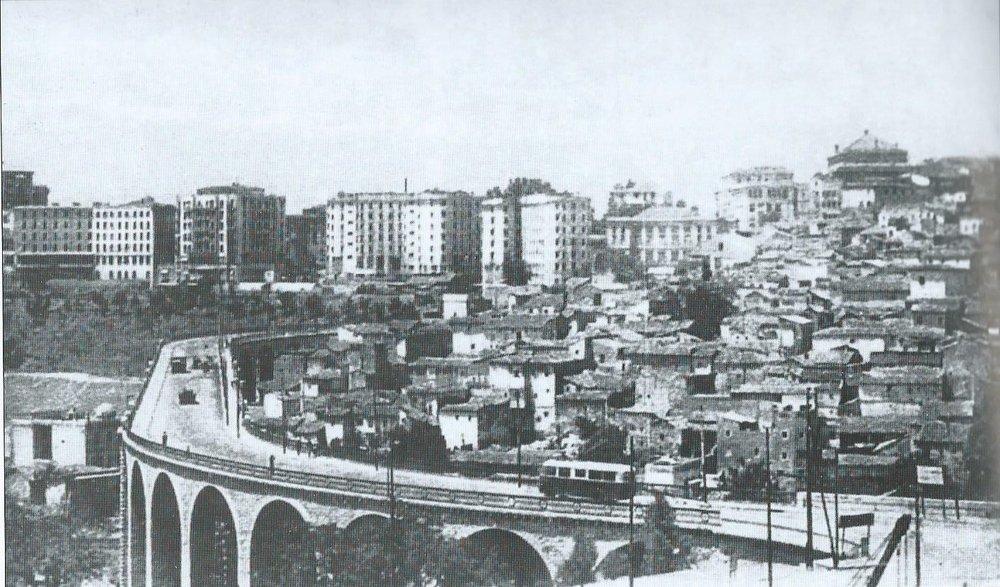 Vůz typu O.T.C. 5 naconstantinském mostě Sidi Rached. (foto: archiv G. Mullera)
