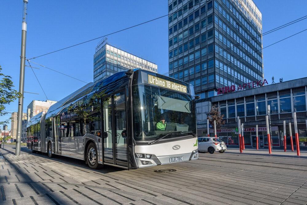 Solaris Urbino 18 electric v aktuálním designovém provedení na propagačním snímku výrobce. (foto: Solaris Bus & Coach)