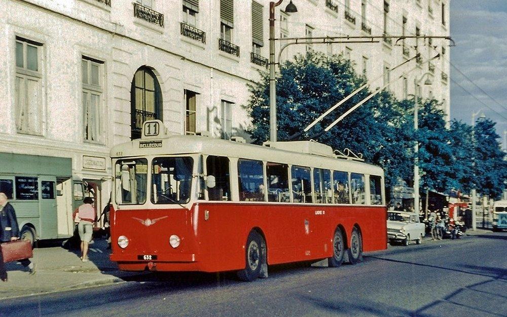 Vůz typu VA3 ev. č.632 nalyonském náměstí Antonin Poncet někdy okolo 1960. (foto:F. Meyères)  Níže technický popis typu VA3. (zdroj: archiv Československý Dopravák)
