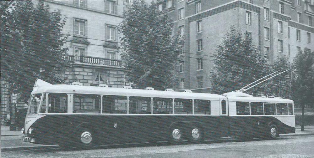 Trolejbus VA4 SR byl vhodným prostředkem pro naplnění tajného snu alžírských radních: zbavit se tramvají natrase Parc de Galland – Hôpital du Dey. Tramvaje nakonec ztéto relace zmizely, stejně jako ze zbytku Alžíru, ne však díky kloubovému vozidlu.(foto: VETRA / archiv G. Mullera)