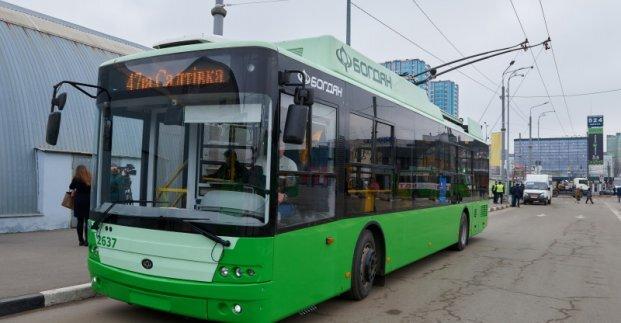 Město Charkov ze dne otevření nové trati nabídlo v tiskové zprávě jen tuto odřezanou a navíc ne zrovna kvalitní fotografii. (foto: město Charkov)