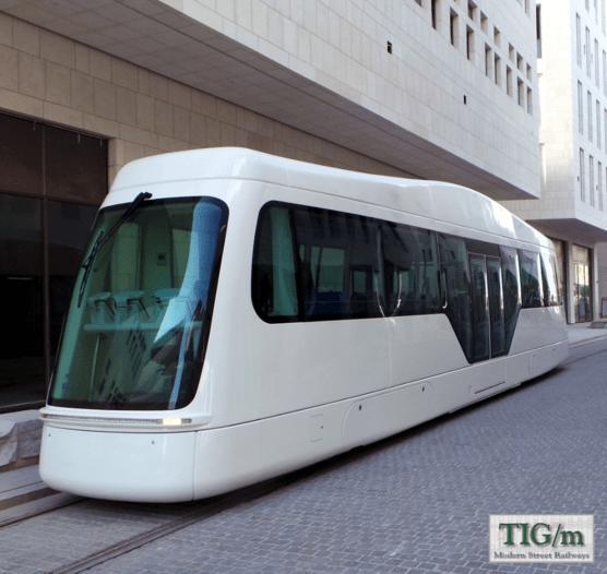 Nová částečně nízkopodlažní tramvaj pro Dauhá s bateriovým pohonem. (foto: TIG/m)