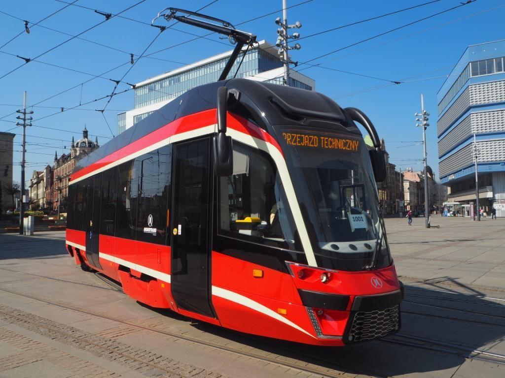 Nová tramvaj Moderus MF 10 AC z produkce Modertransu. (foto: Tramwaje Śląskie)