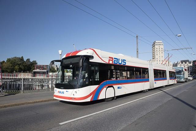 V Lausanne testovali roku 2017 vypůjčený trolejbus. Letos se pustili do nákupů.