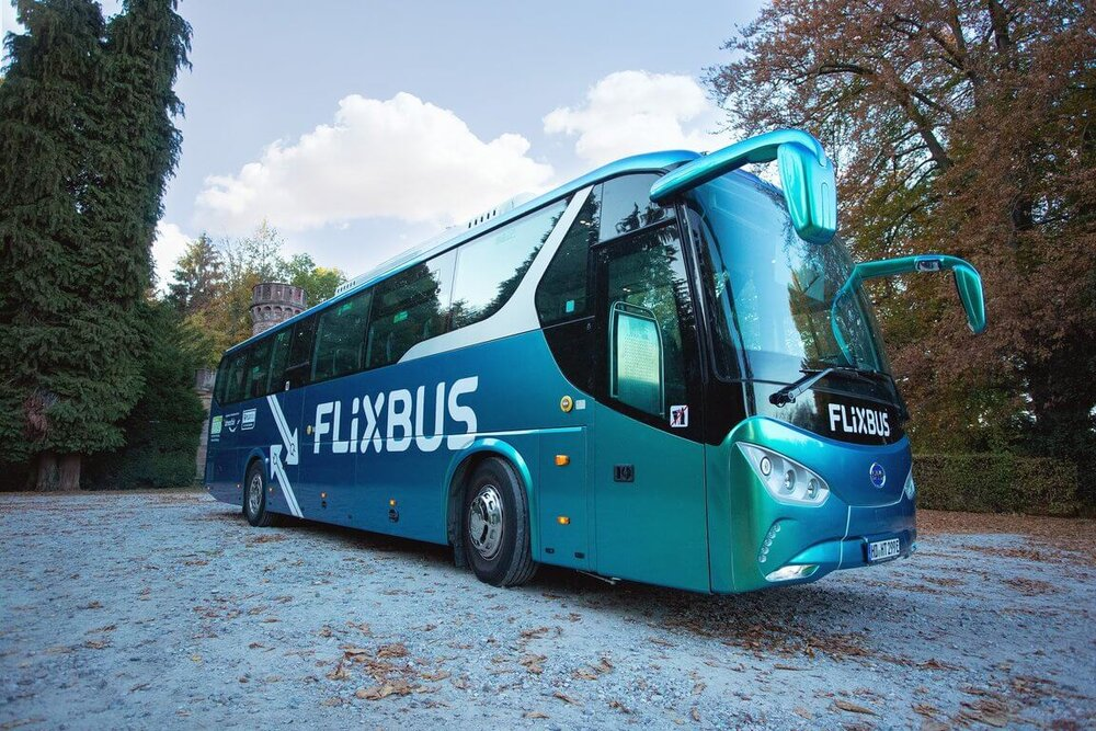 Elektrobus BYD C9 se na lince mezi Mannheimem a Frankfurtem příliš neosvědčil. (foto: FlixBus)