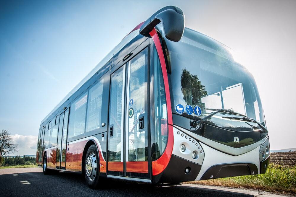 Elektrobus SOR NS 12 electric na propagačním snímku výrobce. (foto: SOR Libchavy)