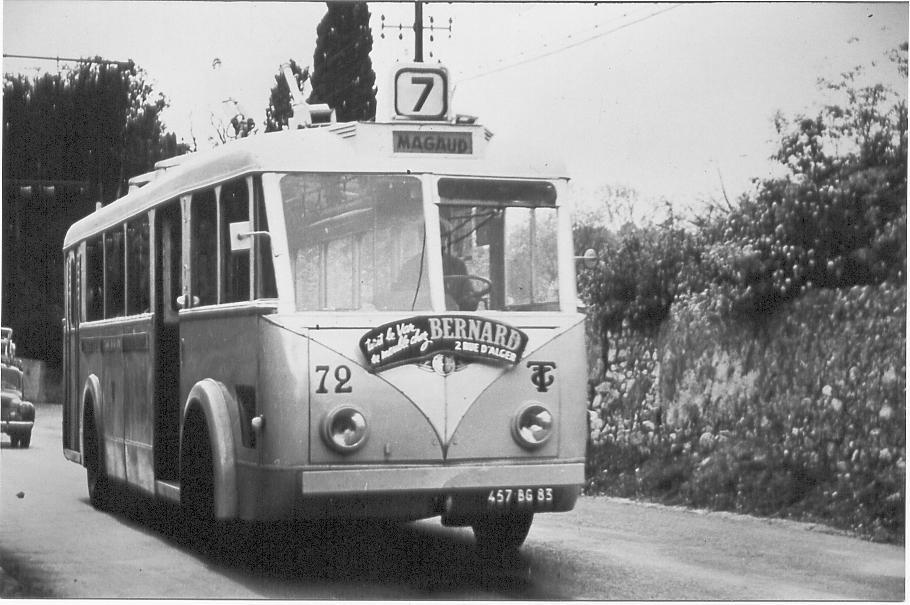 VETRA VCR ev. č. 72 (ex-Bordeaux) byla zachycena nalince č. 7 Gare – Cap Brun – Magaud. (foto: RMTT / sbírka Rolanda le Corffa)