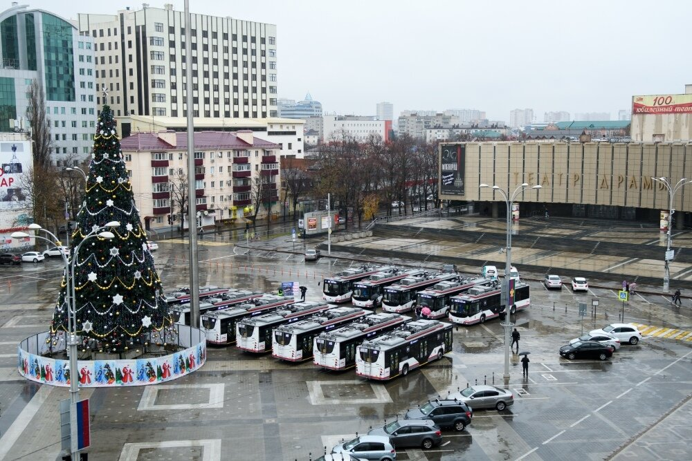 Ještě že mají v Krasnodaru velké náměstí… (foto: 4x město Krasnodar)
