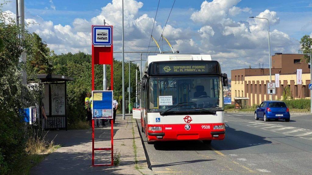 První pražských trolejbus pořízený od roku 1960 je ojetý vůz Škoda 24 Tr z Plzně.  (foto: Honza Tran)
