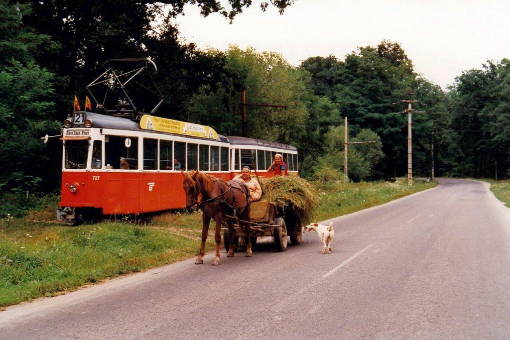 """Na snímku z 21. srpna 1996 vidíme """"přespolní"""" tramvaj ze Sibiu do Rășinari. (foto: Alex Krakowsky – Zoersel, Belgie)"""
