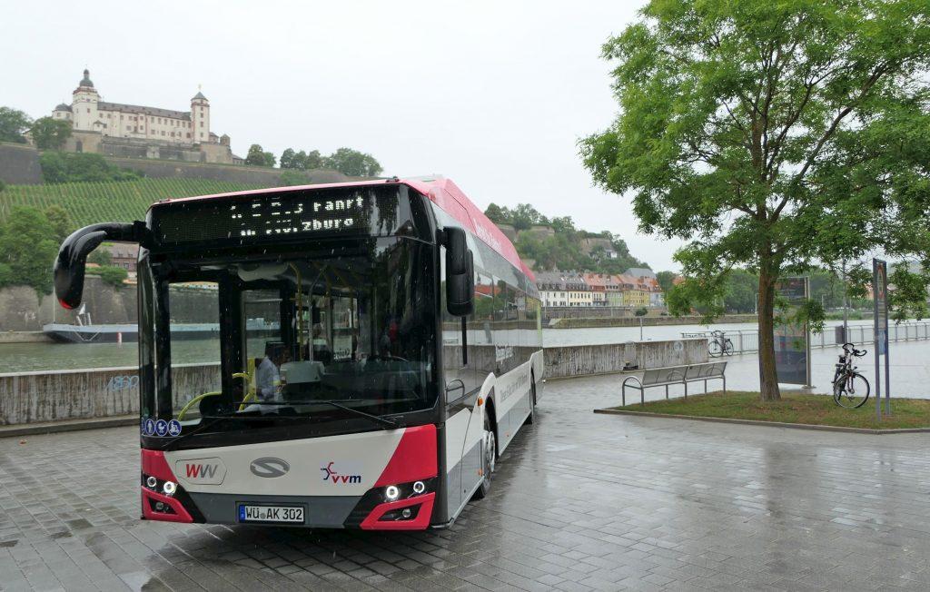 Elektrobusy od Solarisu jsou první elektrobusy ve Würzburgu obecně. Doroku 2024 by město chtělo mít celkem 18 elektrobusů. (foto: Solaris Bus & Coach)