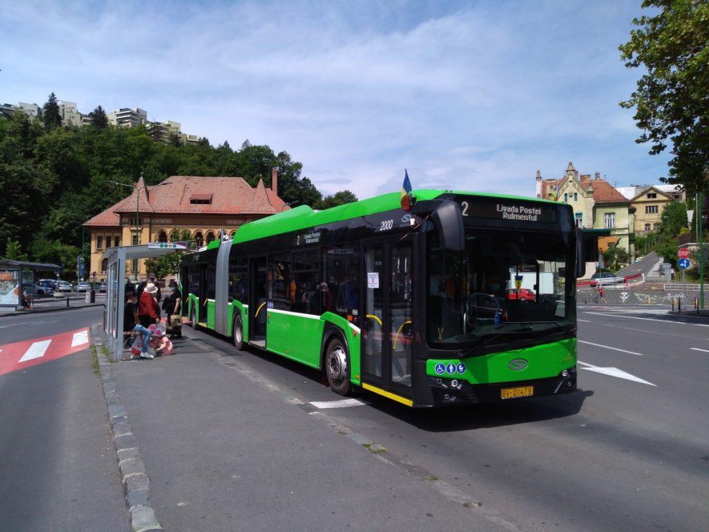 Nový trolejbus na konečné u centra. (foto: Vít Hinčica)