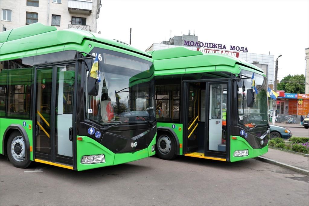 Nové trolejbusy dne 30. 6. 2020. (foto na této straně: 5x Žytomyrs'ka mis'ka rada)