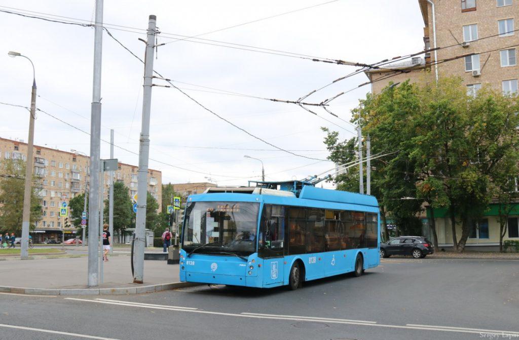 Trolejbus na ulici Marii Ul'janovoj dne 24. 8. 2020. (foto: Sergej Lapin)
