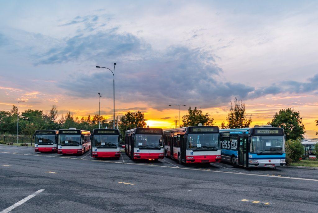 Vyřazené autobusy Citybus 12M pražského DP na snímku ze srpna 2019 v garážích Hostivař. (foto: Honza Tran)